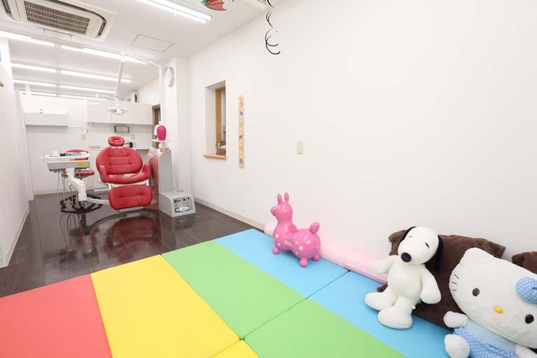 「子連れ歓迎」の個室診療室